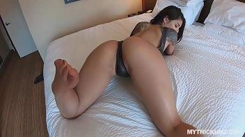 Gina Valentina placa la sua voglia di dolci con del buon sesso XXX